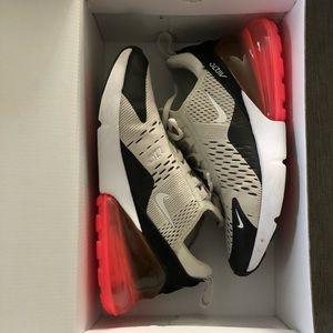 Nike Shoes - Nike Airmax 270